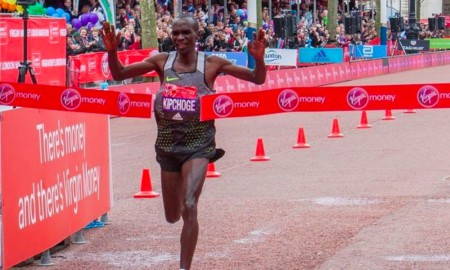 Eluid Kipchoge wint London Marathon